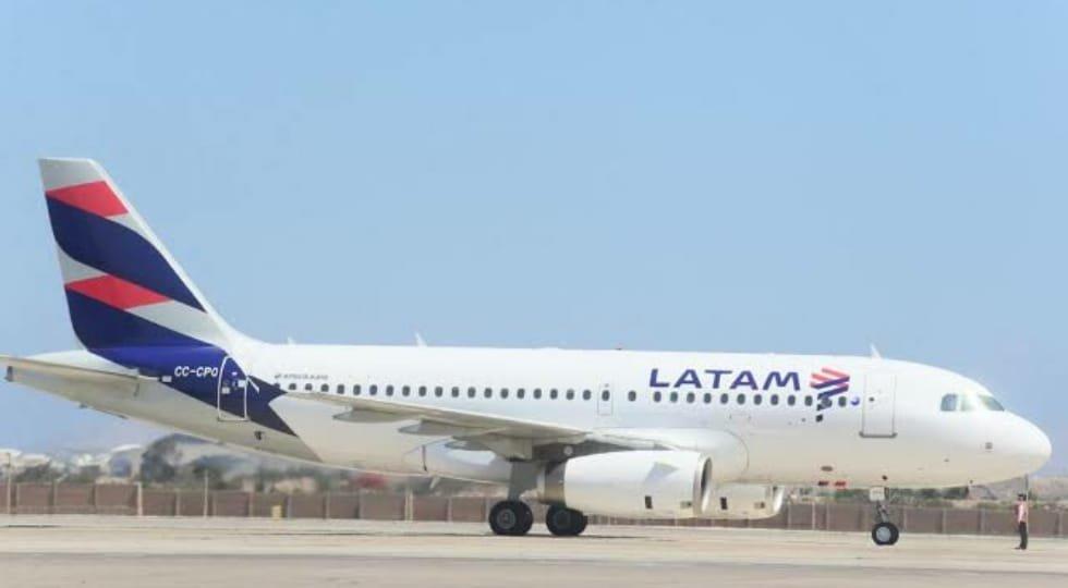 LATAM reduzirá suas operações em 70% e oferece flexibilidade para remarcar data sem nenhum custo