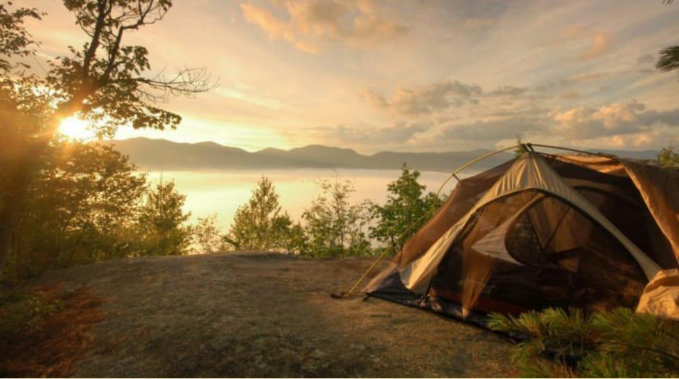 Conheça os melhores destinos do mundo para férias de acampamento