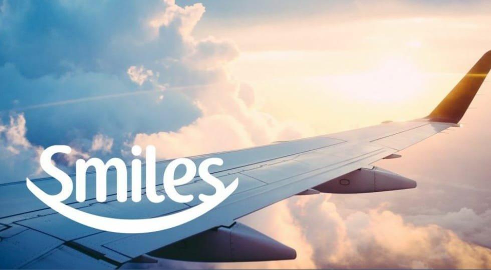 """Smiles lança campanha """"Viaje em Casa"""" com projeção de mensagens positivas e incentivo à doação de milhas"""