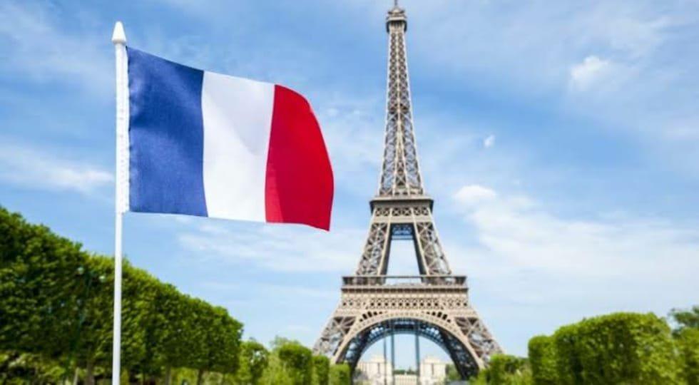 França implementará quarentena de 14 dias para viajantes