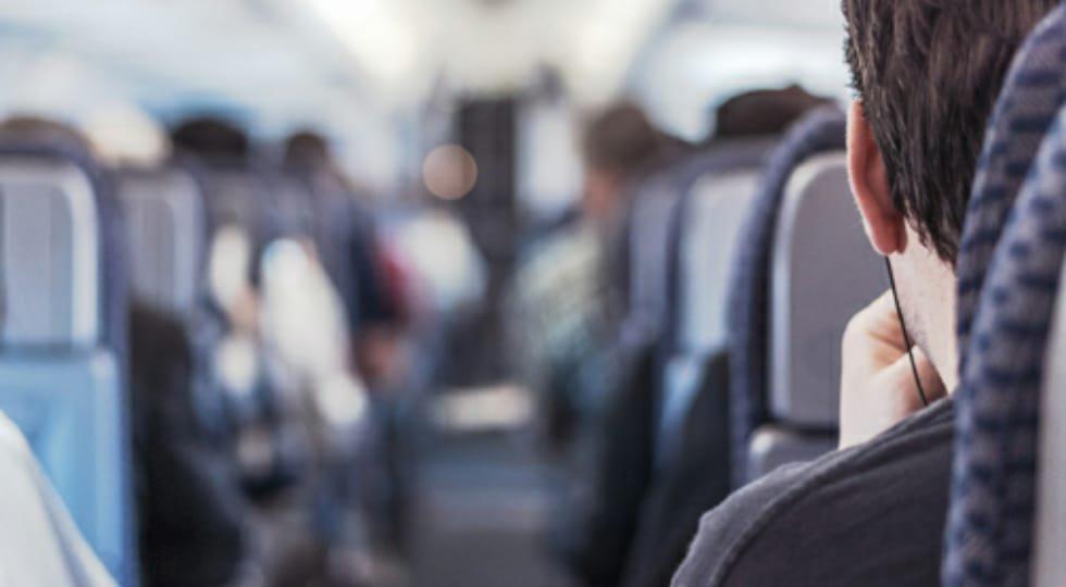 IATA recomenda uso de cobertura facial por passageiros e se opõe ao distanciamento social a bordo