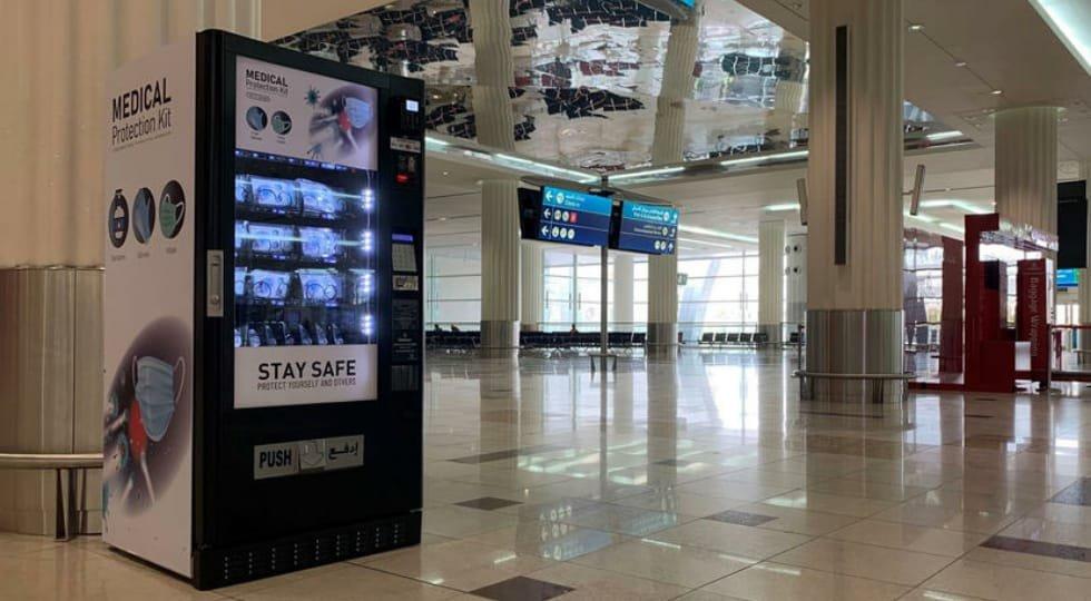 Aeroporto de Dubai instala máquinas de venda de equipamento de proteção individual